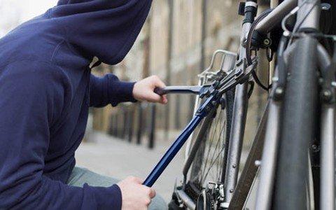 У Мукачеві злочинець вкрав велосипед просто з-під церкви