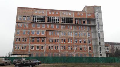 У голови Івано-Франківської ОДА вимагають добудови обласного пологового будинку