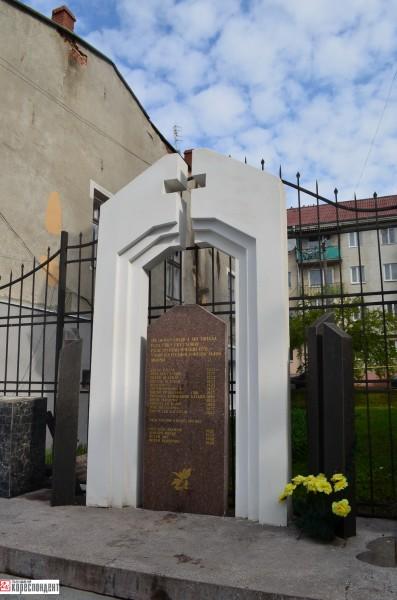 Пам'ятний знак школярам, розстріляним німцями-1