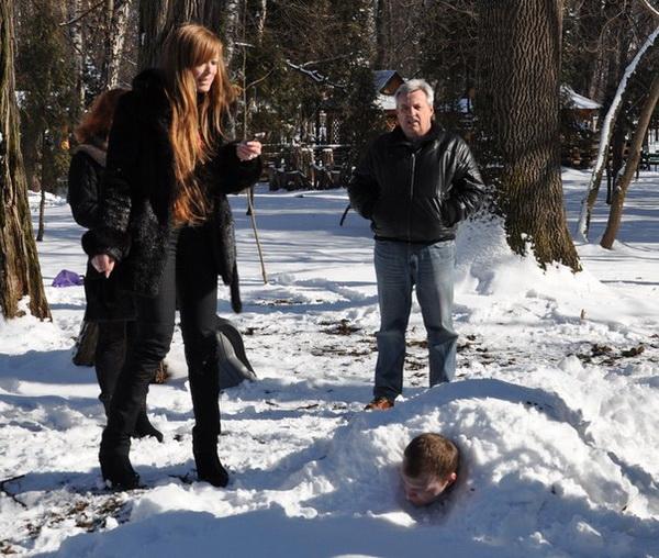 людина під снігом