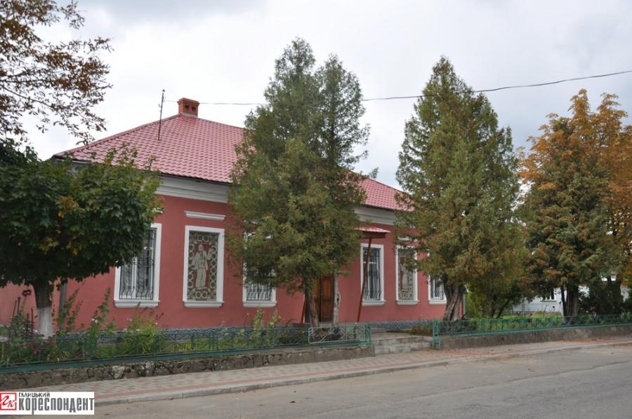 11. Краєзнавчий музей села Цінева
