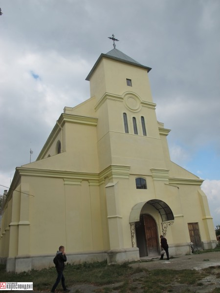 3-kostel-yezupil