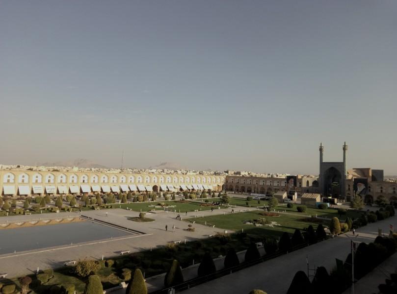 Нагше Джахан - одна з найбільших у світі міських площ. Унікальний зразок іранської мусульманської архітектури, Ісфаган.
