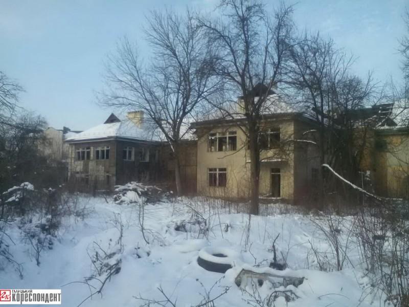Садочок від «Львівської залізниці» – «Подоляночка» (вул. Хоткевича, 11А) ліквідували у 1996 р. Міська влада обіцяє його відновити