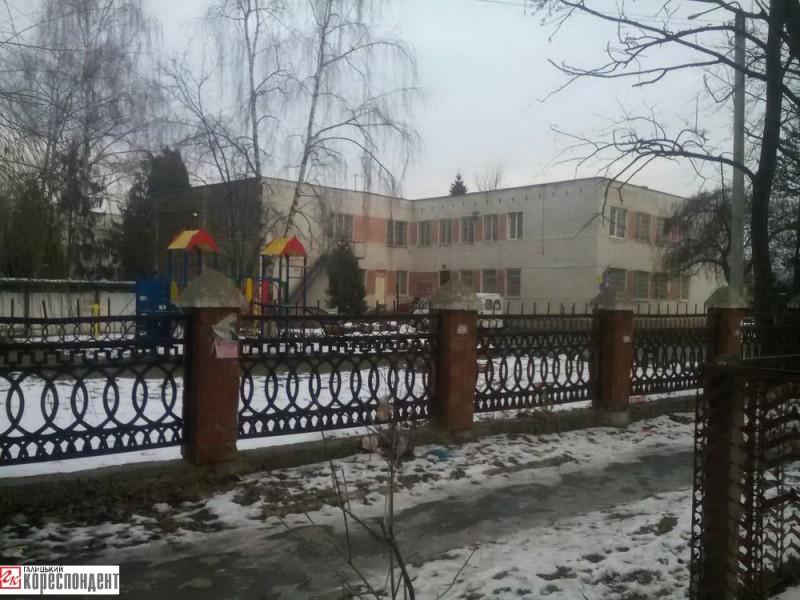 У садочку №32 «Берізка» на вул. Набережній, 34Б, який ліквідували у 1998 році, розмістився міський центр зайнятості та дитячий притулок