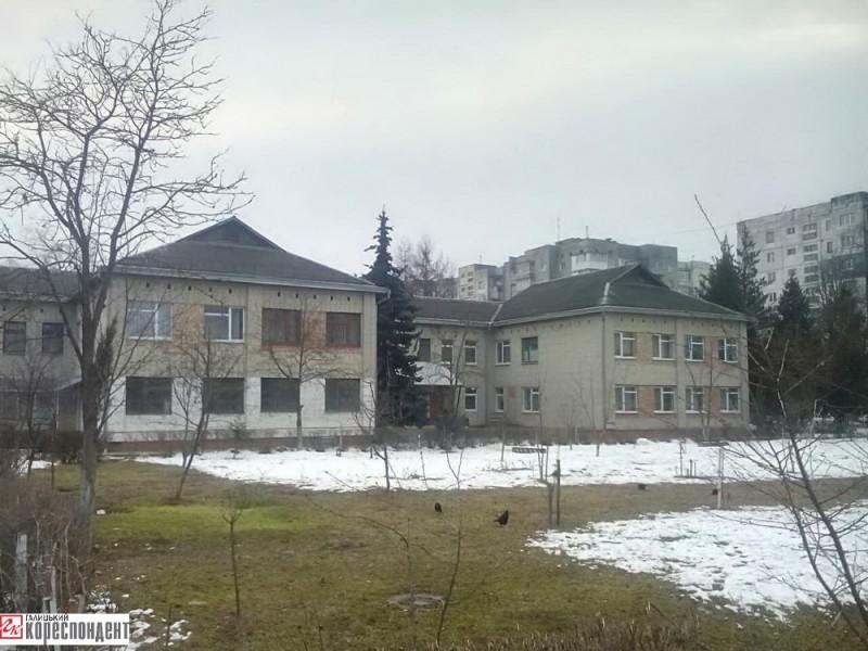 ДНЗ «Струмочок» від заводу «Родон» (вул. Вовчинецька, 196) ліквідували у 1992 р., тепер там поліклініка №4