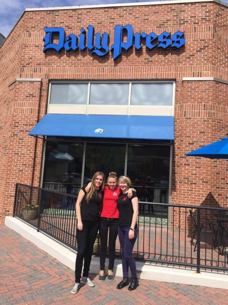 Біля редакції Daily Press