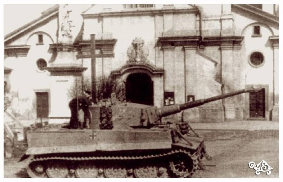 Німецький танк Тигр біля Колегіати