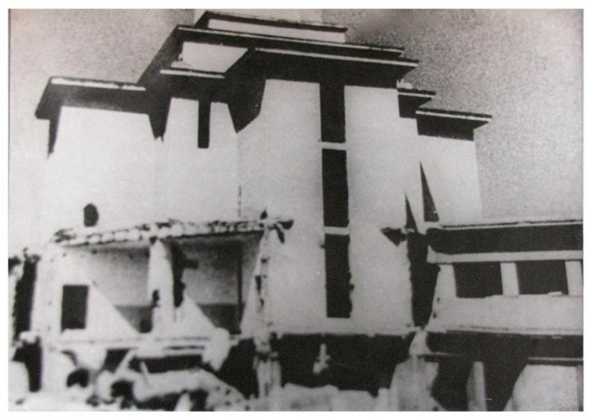 Поруйнована ратуша  (з радянської кінохроніки 1944 р.)