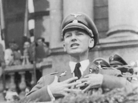 Губернатор Галичини_д-р Отто Вехтер під час промови до добровольців 18 липня 1943 р. у Львові