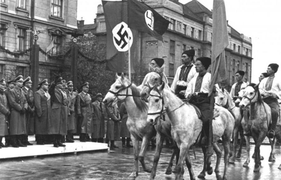 Українські хлопці з приміських сіл на конях під час урочистої ходи 11 липня 1943 р. у Станиславові