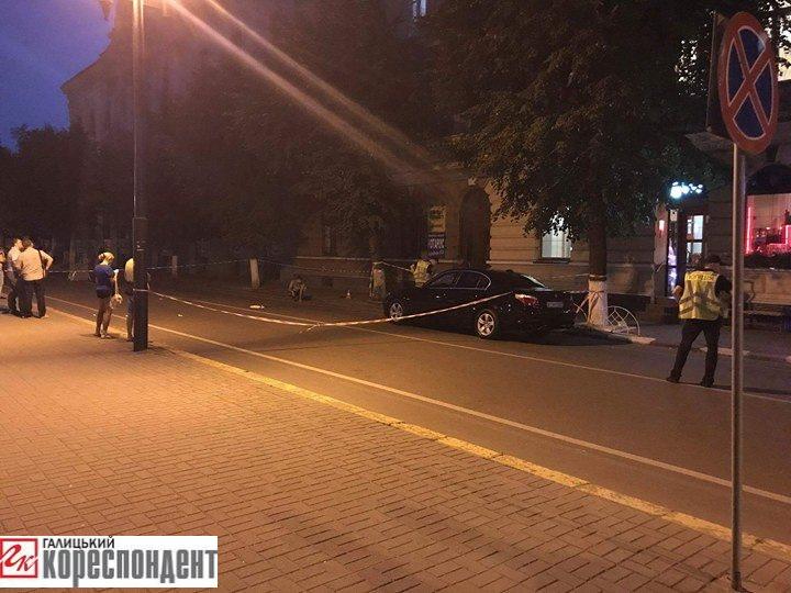 Чоловік, якого вчора наГрушевського збив водій наBMW, помер у лікарні