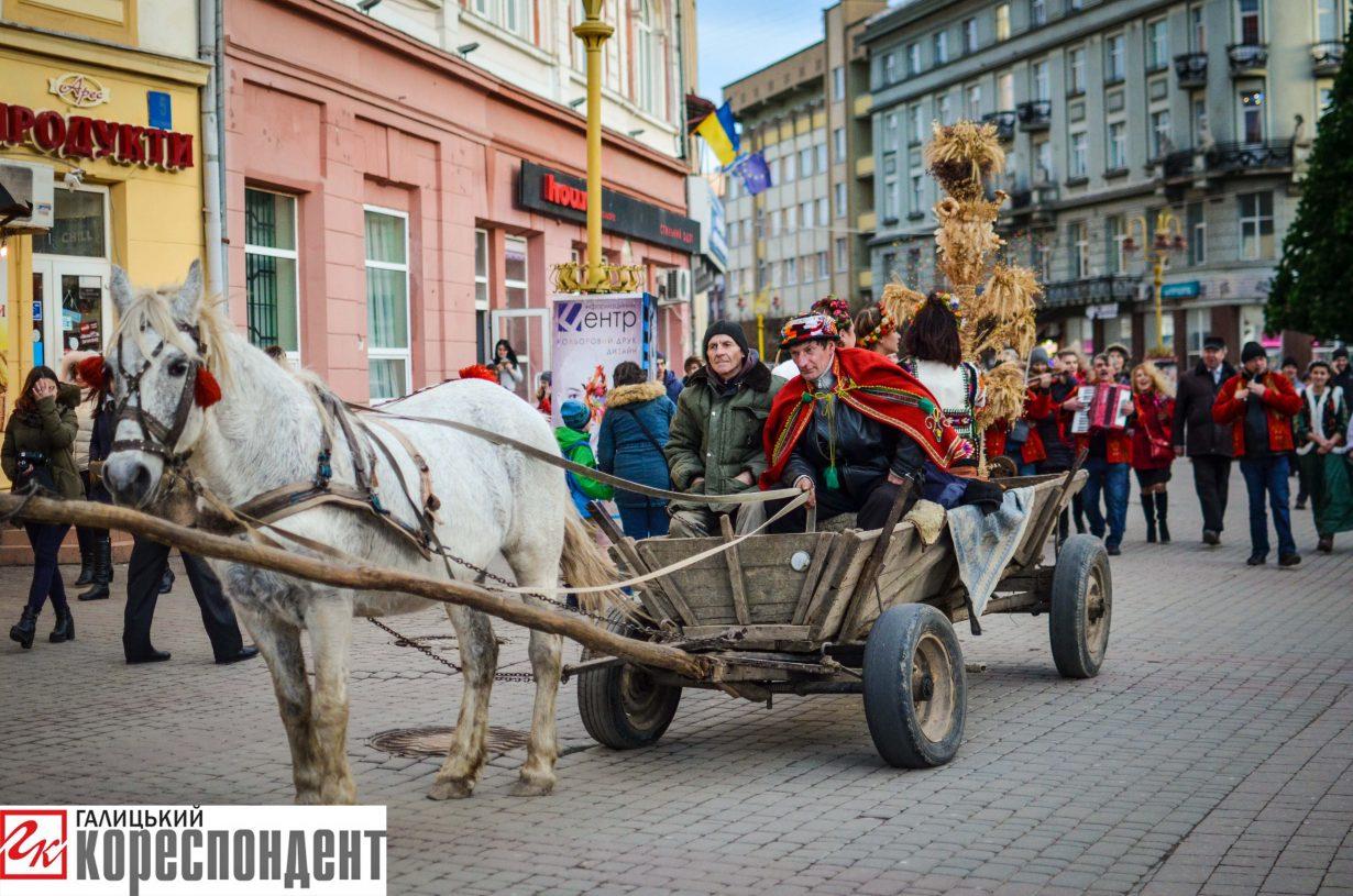У Франківську запрацював різдвяний ярмарок. ФОТО, фото-6