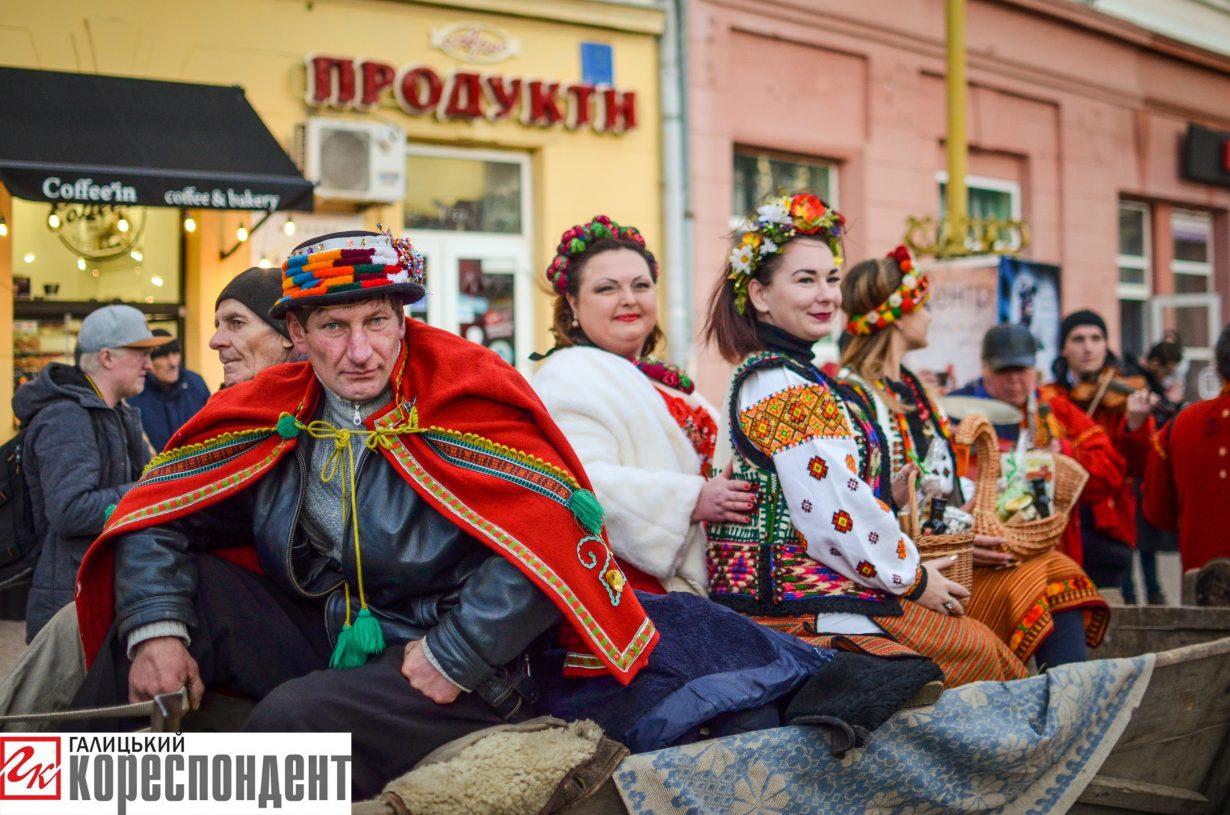 У Франківську запрацював різдвяний ярмарок. ФОТО, фото-7