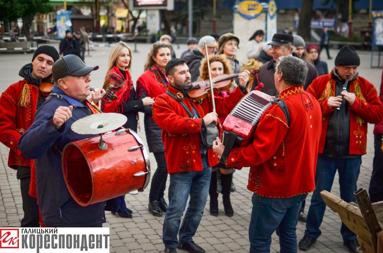 У Франківську запрацював різдвяний ярмарок. ФОТО, фото-8