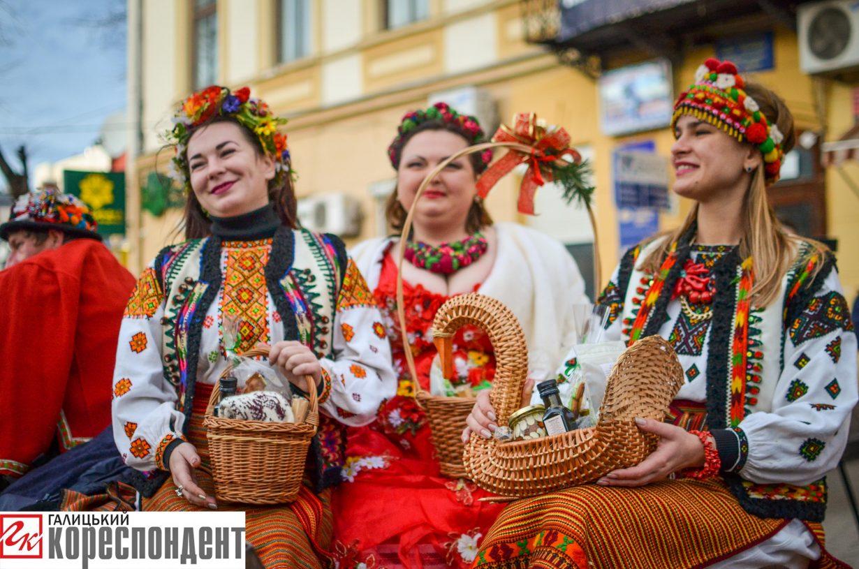 У Франківську запрацював різдвяний ярмарок. ФОТО, фото-9