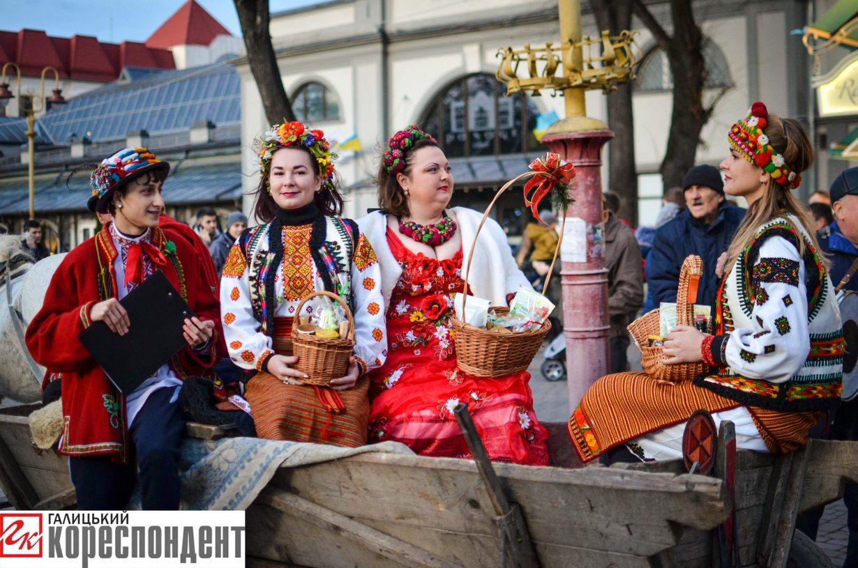 У Франківську запрацював різдвяний ярмарок. ФОТО, фото-11