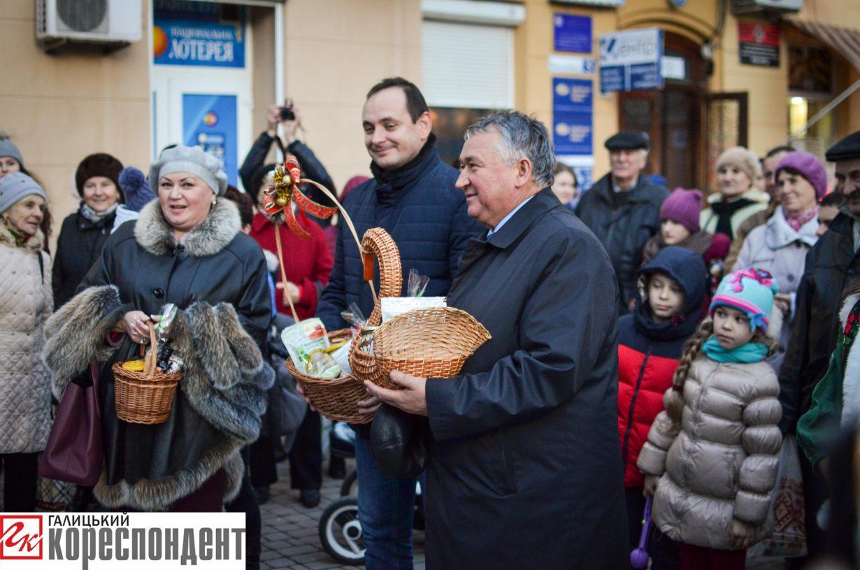 У Франківську запрацював різдвяний ярмарок. ФОТО, фото-12