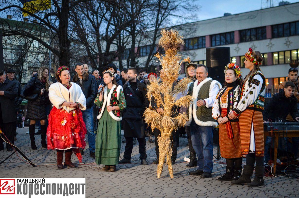 У Франківську запрацював різдвяний ярмарок. ФОТО, фото-16