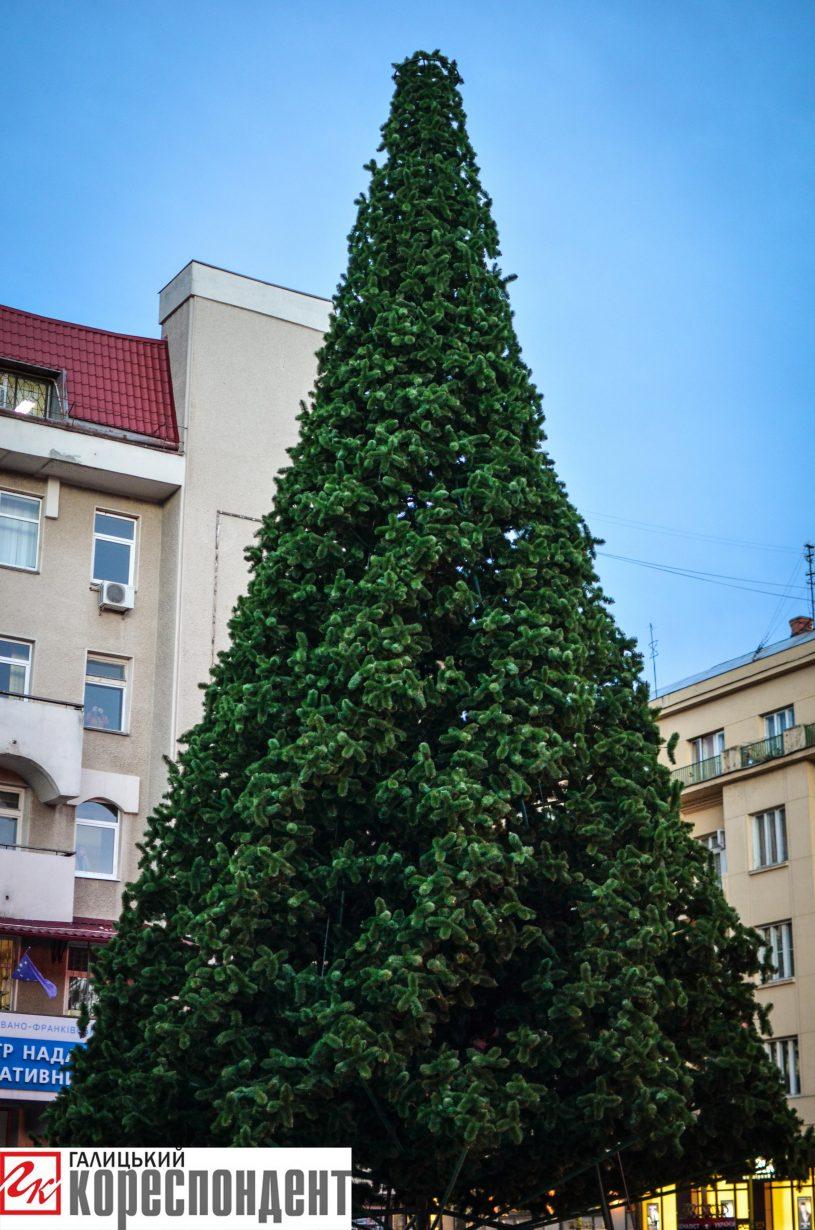 У Франківську запрацював різдвяний ярмарок. ФОТО, фото-17