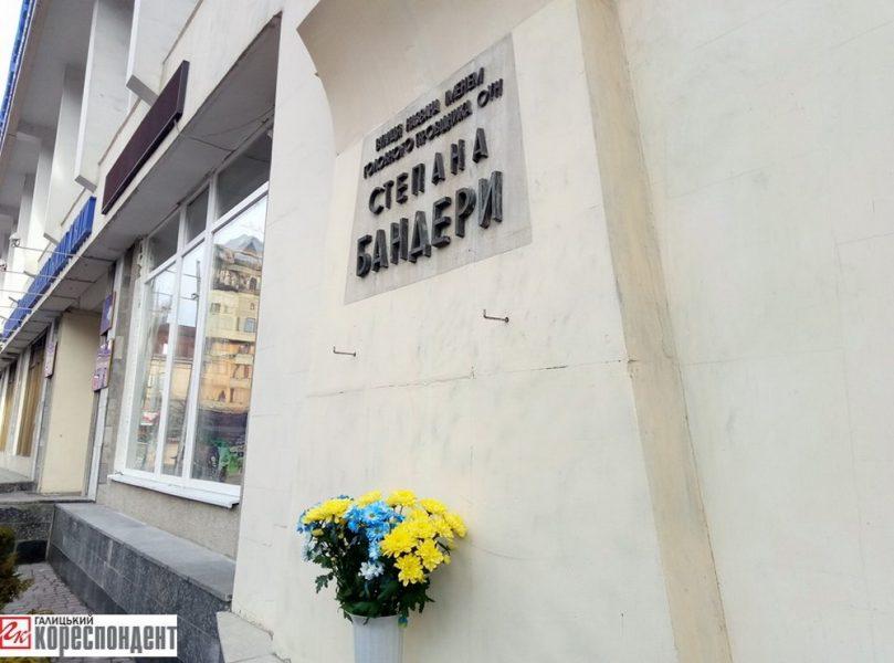 Бандерівський марш уКиєві: Активісти почали шикуватись уколону