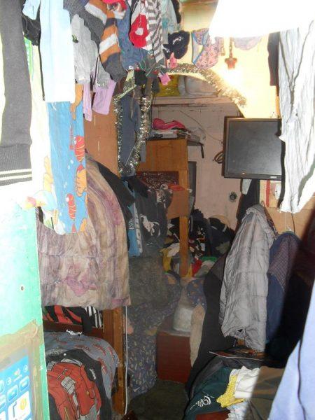 """Франківець закликає допомогти багатодітній родині, яка живе у """"нетрях""""  (фото)"""