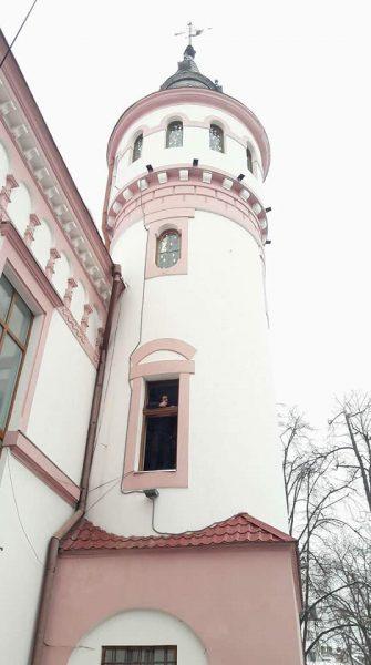 У Казковій вежі дитячої бібліотеки встановили відреставровані вікна