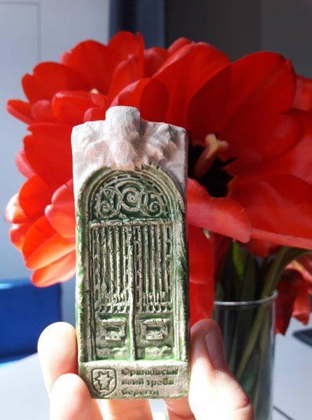 Виготовлено у Франківську: містянам пропонують купляти магніти про архітектуру (фото)
