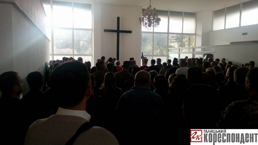 В Івано-Франківську відправили панахиду за полеглим героєм. Сьогодні похорон (фото)