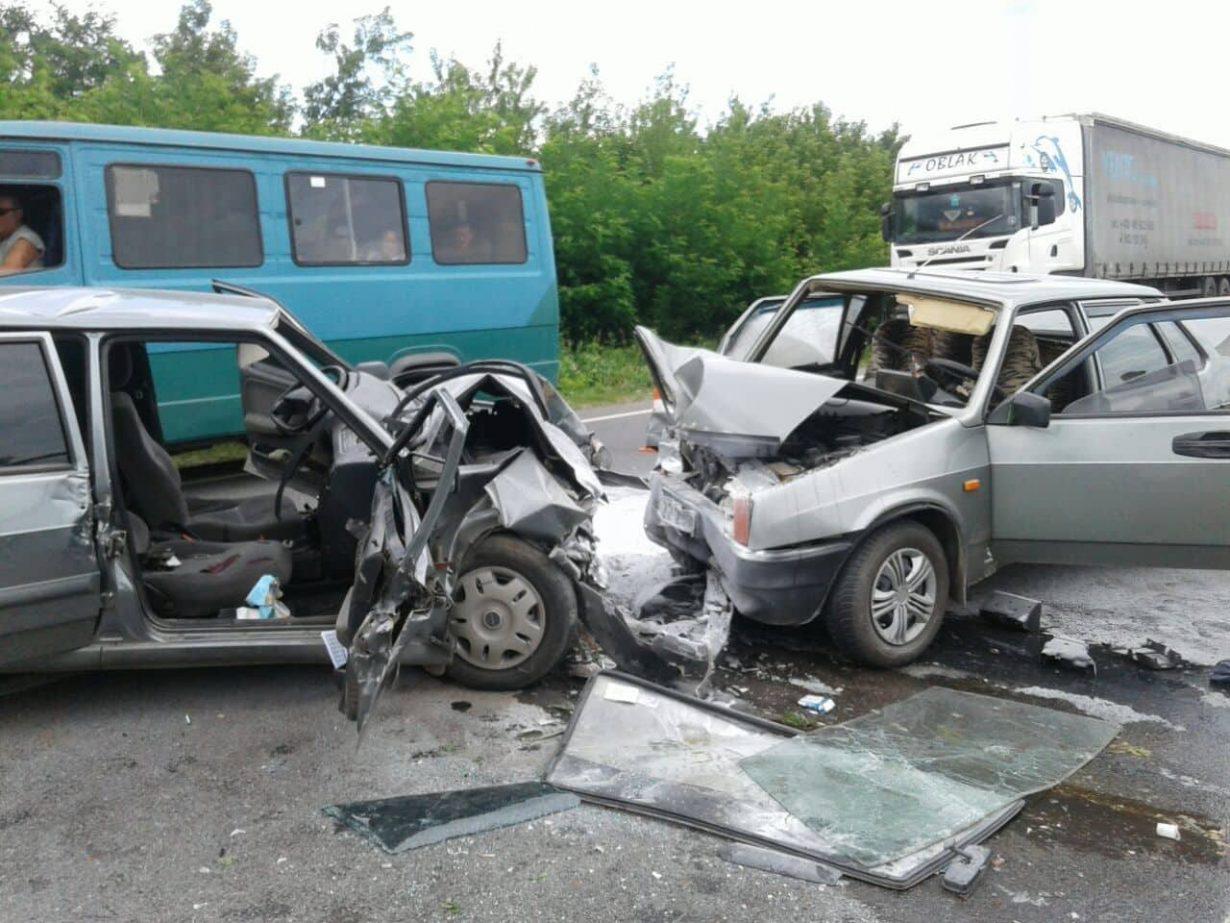 У Снятинському районі трапилася аварія, є жертви (фотофакт)