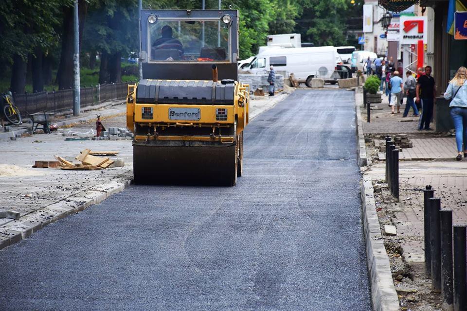 В Івано-Франківську ремонтують вулицю Військових Ветеранів (фоторепортаж)