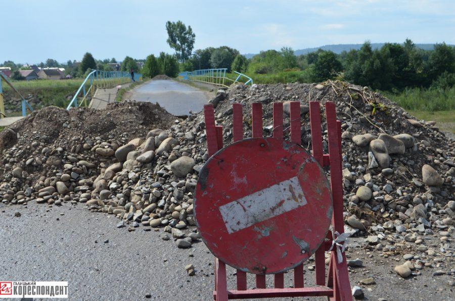 Прикарпатське село, у якому обвалився аварійний міст, частково перебуває відрізаним від світу (фоторепортаж)