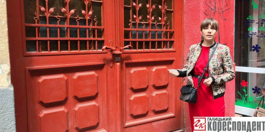 У Франківську провели екскурсію старовинними відреставрованими дверима (фоторепортаж)