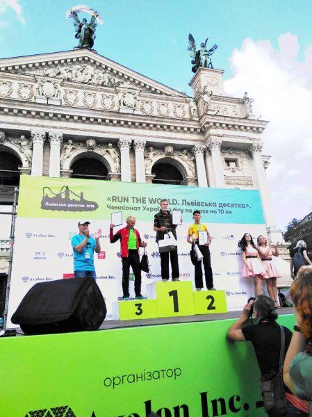 Франківський пенсіонер пробіг десятикілометрове шосе у Львові (фотофакт)