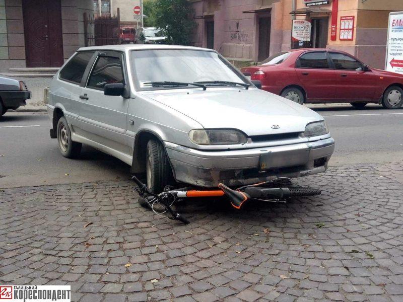 """Результат пошуку зображень за запитом """"У центрі Франківська автівка збила велосипедиста"""""""