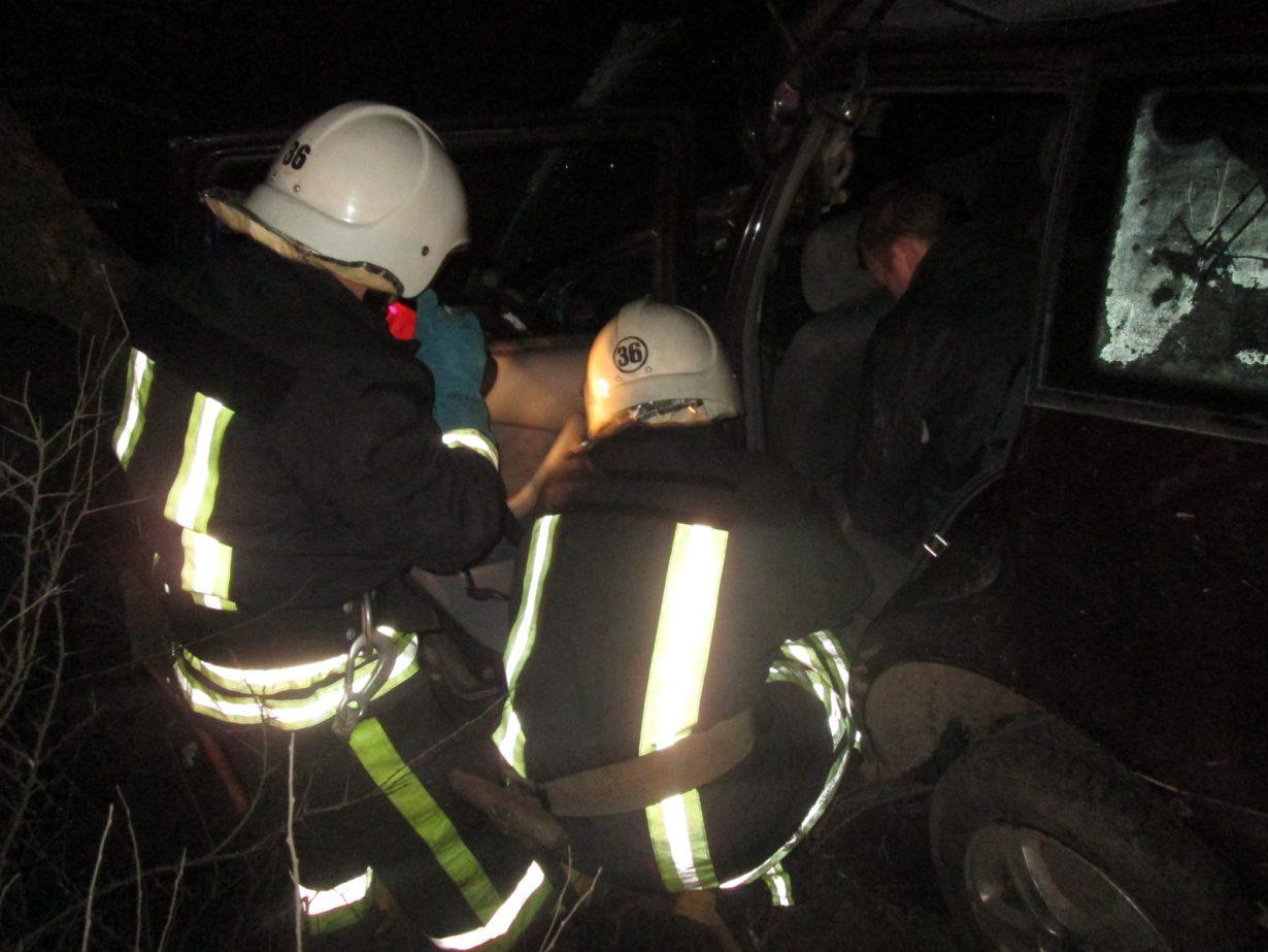 """Результат пошуку зображень за запитом """"ДТП на Прикарпатті: рятувальники вирізали пасажира з автомобіля"""""""