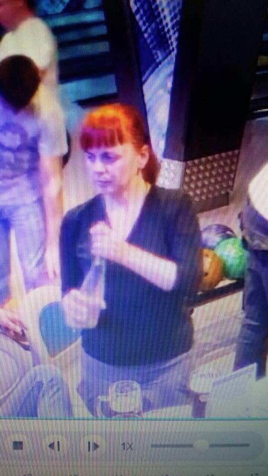 В Івано-Франківську розшукують злодійку, яка вкрала жіночу сумку (фотофакт)
