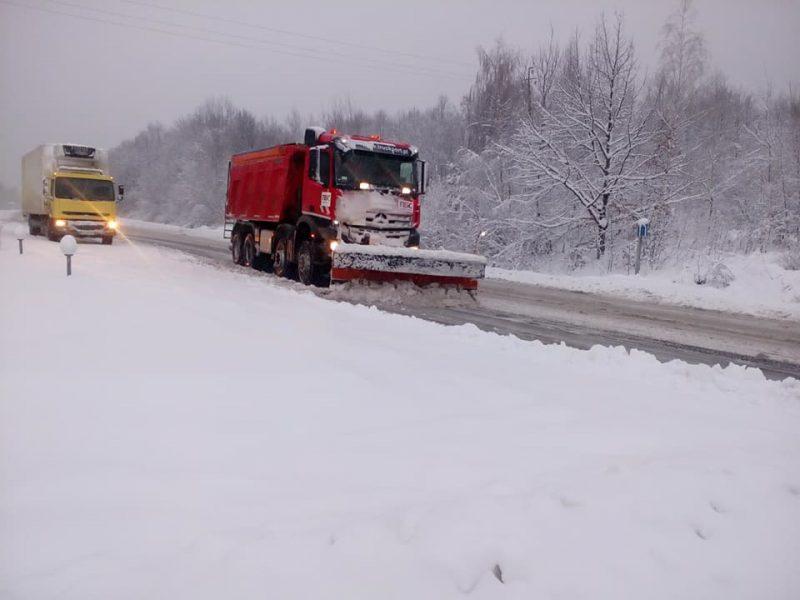 Для посипання доріг Прикарпаття витратили вже 375 тонн піщано-сольової суміші