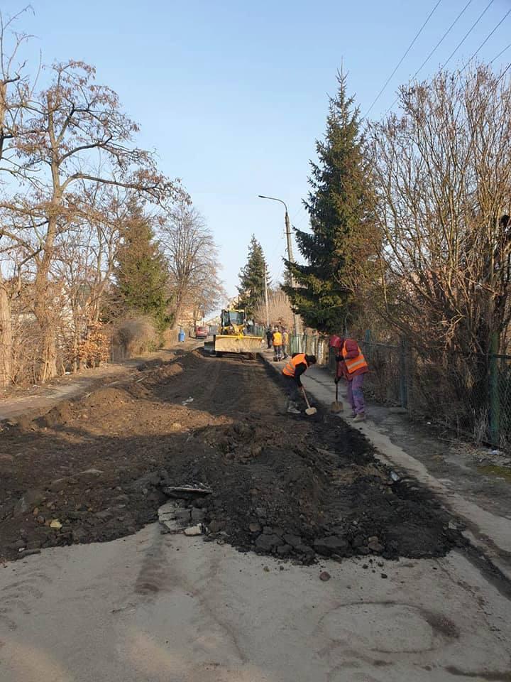 У Коломиї проводять поточний ремонт доріг (фотофакт)