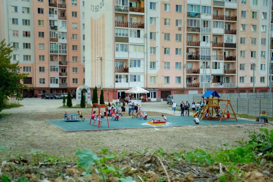 У Франківську відкрили новий спортивний майданчик (фоторепортаж)