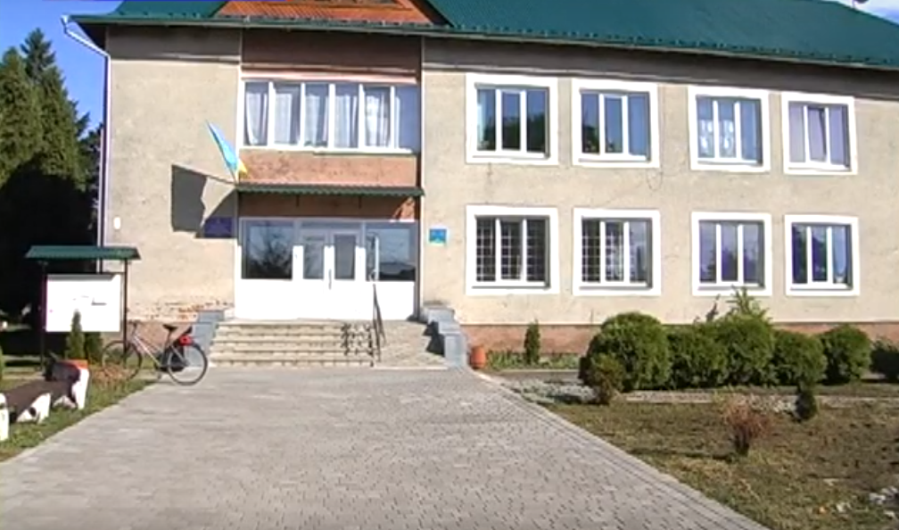 """Результат пошуку зображень за запитом """"Навчання у коридорі: на Коломийщині для школярів ліцею бракує класів (відео)"""""""