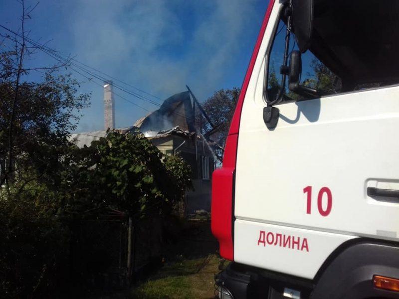 У Долині спалахнув житловий будинок (фотофакт)
