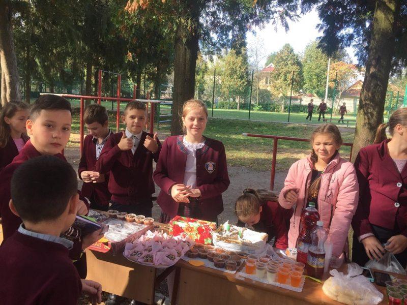 У Коломийському ліцеї провели благодійний ярмарок для допомоги онкохворим дітям
