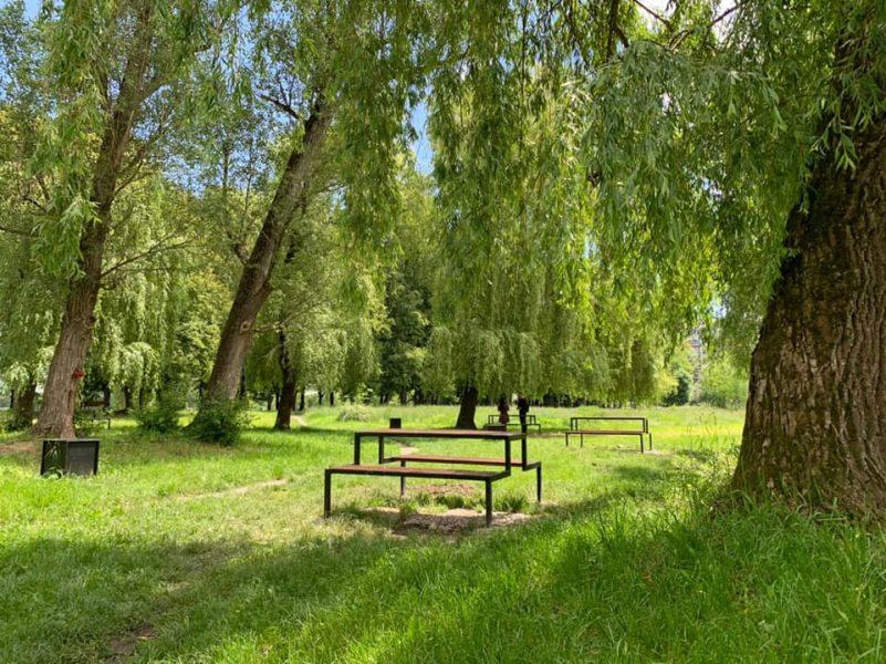Біля франківського міського озера облаштували відпочинкову зону: фоторепортаж