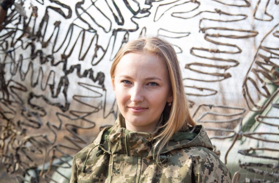 Військова форма замість білого халата: Випускниця Новоград-Волинського медколеджу рятує бійців на передовій, фото-1