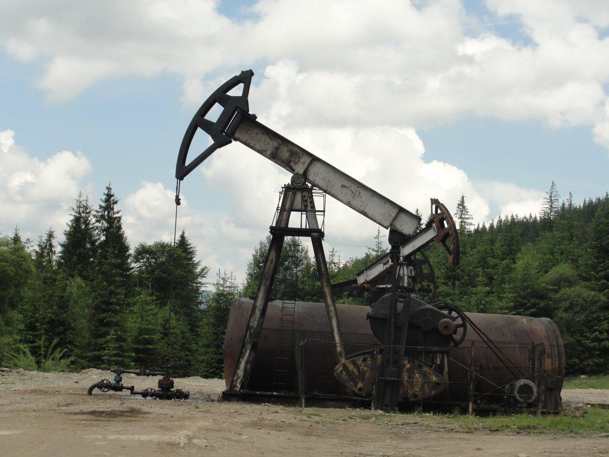 На одній із нафтових вишок в Івано-Франківській області сталася аварія. Комісія рахує завдані навколишньому середовищу збитки